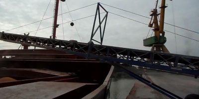 Pentru porturi: Incarcare barje si slepuri