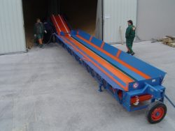 Conveyor belts with mobile tank